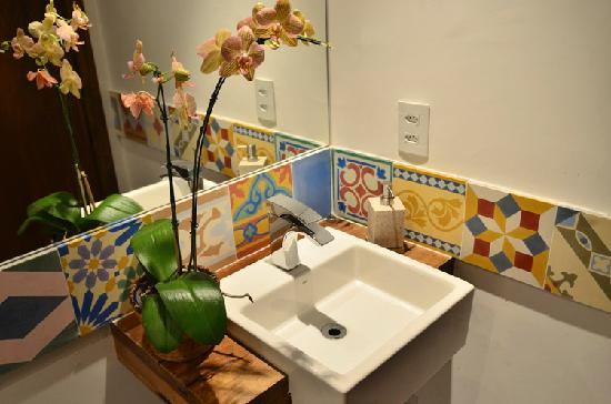 Quinta Azul Boutique Pousada: another toilet with antique brazilian tiles