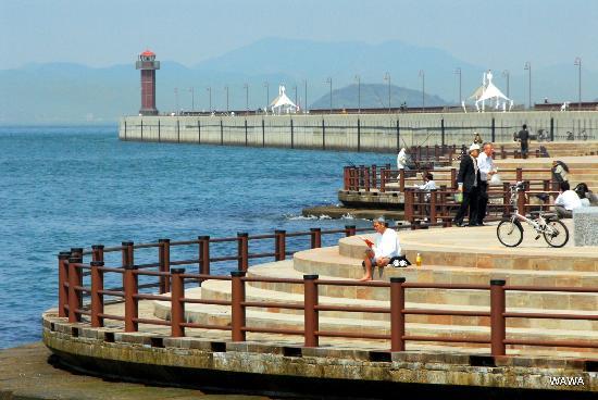 Takamatsuko Tamamo Breakwater Light: 高松港玉藻防波堤灯台の「美しい防波堤