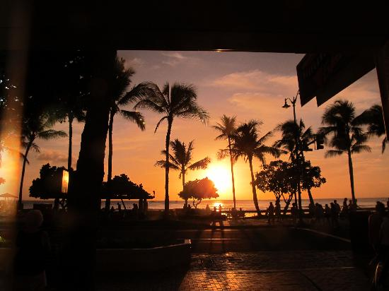 Aston Waikiki Beach Hotel: Our nightly sunset at hotel