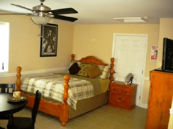 The Ziegler Hotel Rooms, Suites, Cottages: The Awesome Elvis Suite