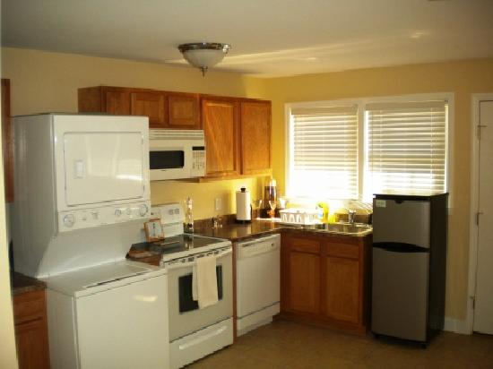The Ziegler Hotel Suites: Full Kitchen and Washer/Dryer