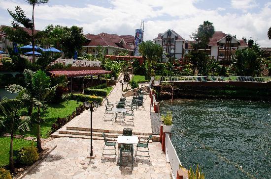Hotel Ihusi : On the waters edge