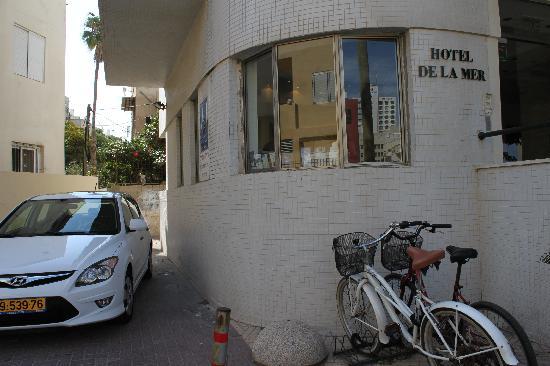 Hotel De La Mer: Entrance