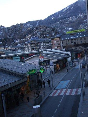 Hotel Les Closes: Vistas desde la otra habitacion a la montaña