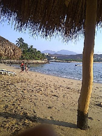 Las Brisas Huatulco: Our morning ritual: coffee on the beach and then swimming with the fish.