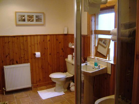 Fernlea Guest House: Superior Double Bathroom