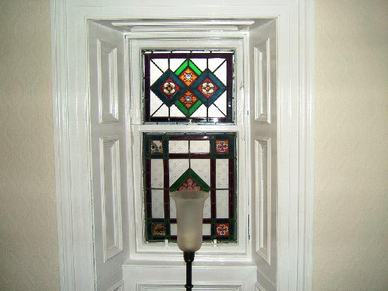 Fernlea Guest House: Stained Glass upstairs
