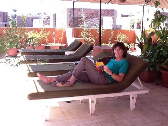Mara House: Relaxing on the roof terrace.