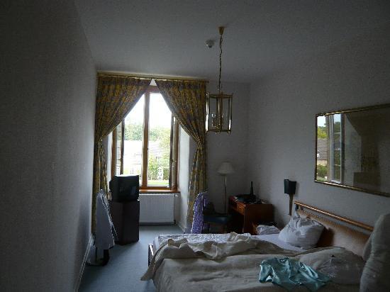 Schloss Lembeck: Blick in unser Zimmer (gerade eingezogen - und genutzt, daher etwas unordentlich ausschauend)