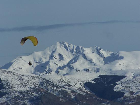Cauterets, Francia: panorama enneigé Pyrénées