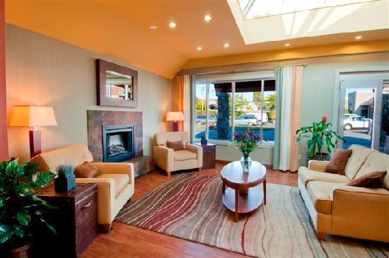 Best Western PLUS Emerald Isle Hotel: Lovely bright lobby