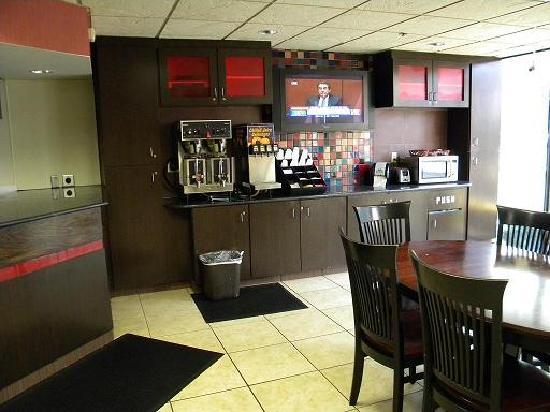 GuestHouse Inn & Suites Nashville/Vanderbilt: Breakfast1