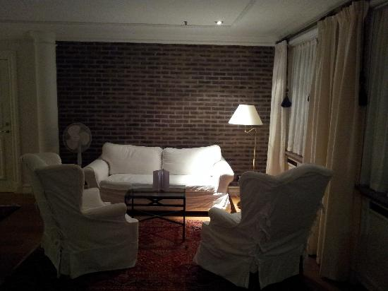 Master Johan Hotel: Sofa and chairs