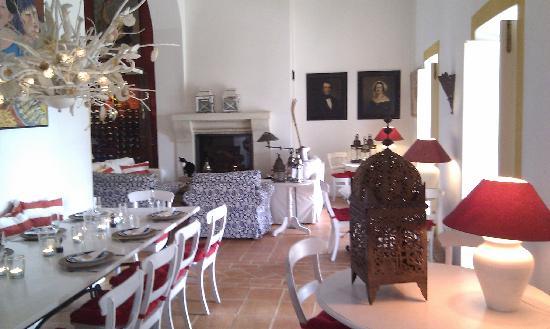 Quinta da Cebola Vermelha: Lounge Dining Room
