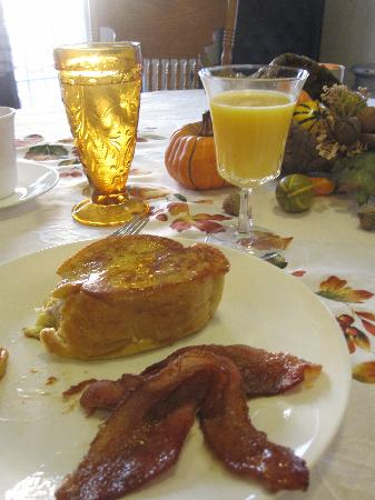 Sweetberries Bed and Breakfast: Spiced Bacon with stuffed French toast