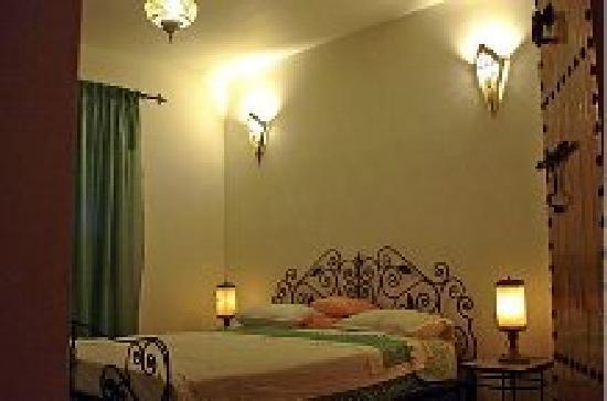 Dar Al Andaloussiya Diyafa: the comfort of the rooms and decor both kitsch and refined