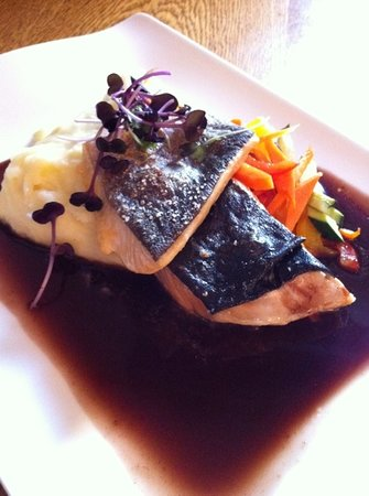 Restaurant Karljohan - TEMPORARILY CLOSED: arctic char on mash with lemongrass sauce