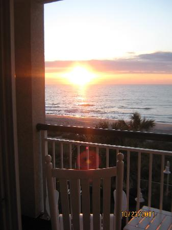 Hampton Inn & Suites Myrtle Beach/Oceanfront: Sunrise from our balcony