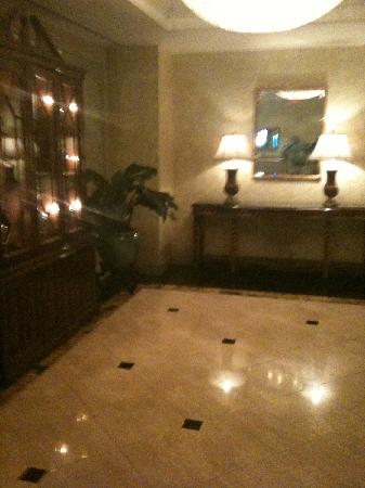 Park Hyatt Toronto : couloir de l'hotel