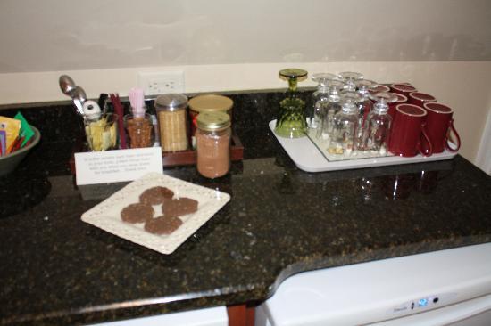 Port Washington Inn: fresh baked cookies on arrival