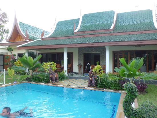 Baan Malinee Bed and Breakfast: pool view