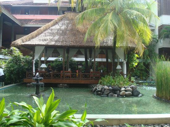 Melia Bali Indonesia: hotel outdoor library