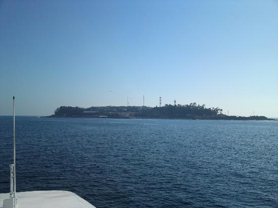 Hatsushima: フェリーから見た初島です。