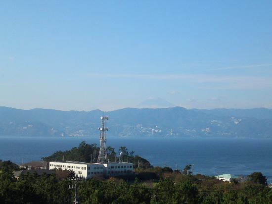 Hatsushima: 初島灯台からの眺めです。見えにくいですが富士山も見えます。