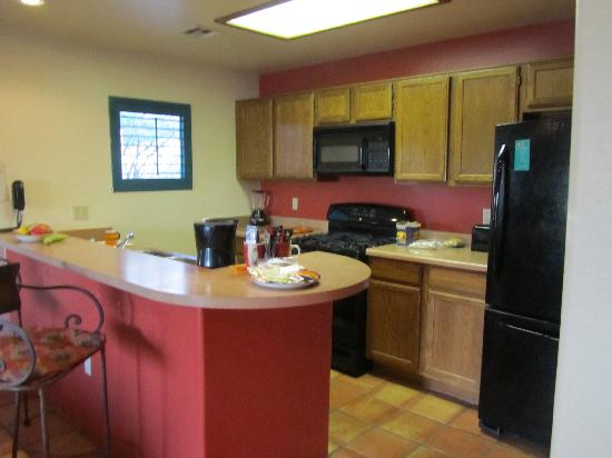 Starr Pass Golf Suites: Kitchen