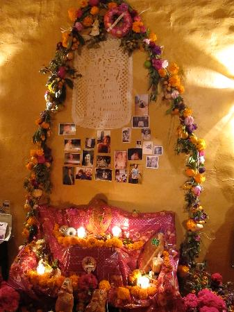 Hotel Azucenas: The altar we built at the hotel