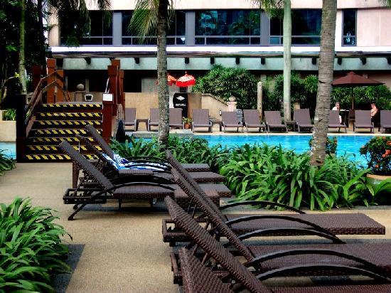 swimming pool lounge chairs - Picture of Renaissance Kuala Lumpur ...