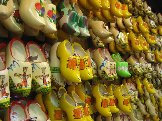 Nelis' Dutch Village: Wooden Shoes make at Dutch Village