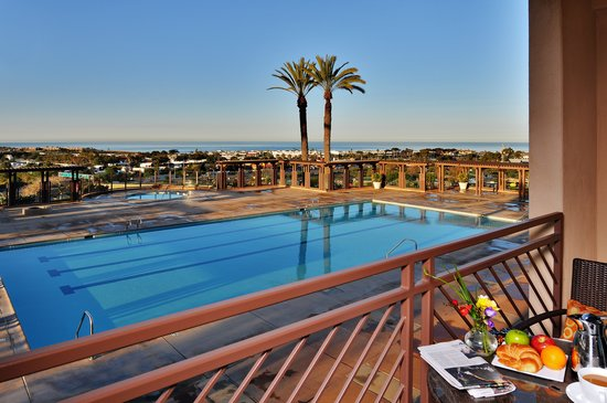 Grand Pacific Palisades Resort and Hotel: Breathtaking Coastal Views