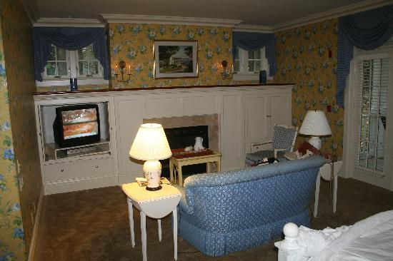 White Gull Inn: Bed Room / sitting area/ fire place