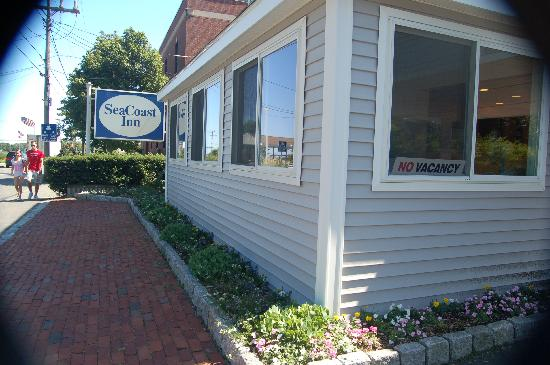 SeaCoast Inn: view from the street