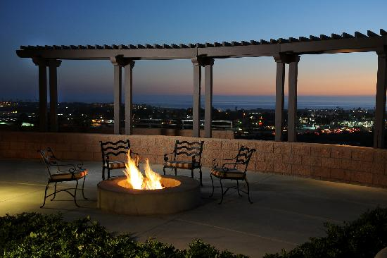 Grand Pacific Palisades Resort and Hotel: Firepit at sunset