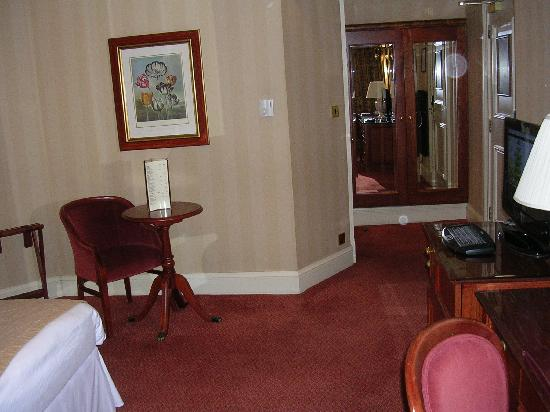 Chamberlain Hotel: sitting area for one