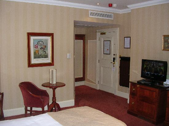 Chamberlain Hotel: spacious room