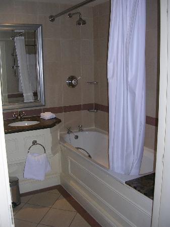 Chamberlain Hotel: Extra Long Bathtub