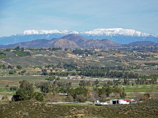 Destination Temecula Wine Tours: View of mountains in winter