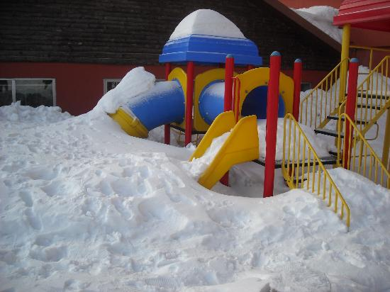 Kartepe, ตุรกี: Playground covered with snow