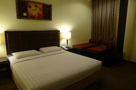 Harmoni One Convention Hotel and Service Apartments: Clean bed