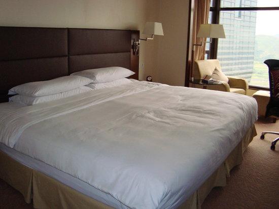 Shangri-la Hotel Shenzhen: our room