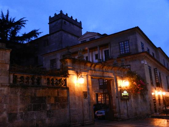Parador de Pontevedra: The Manor house at night