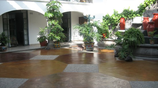 Arcada San Miguel : Sunny courtyard