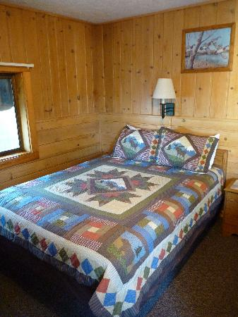 Alpine Motel: One of the beds in our room.