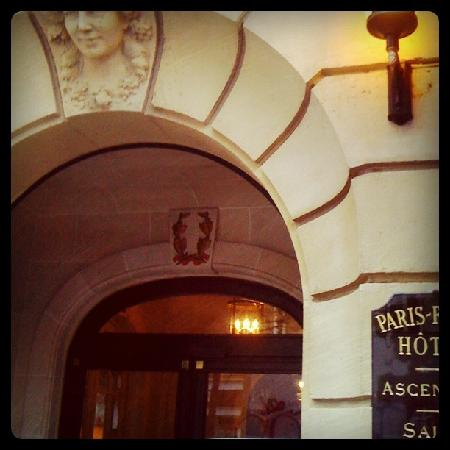 Paris France Hotel: The Charming entrance to the Hotel
