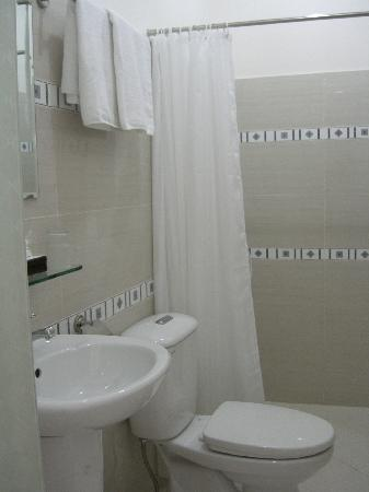 Giang Son Guesthouse: Clean Bath room