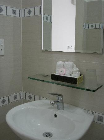 Giang Son Guesthouse: clean basin