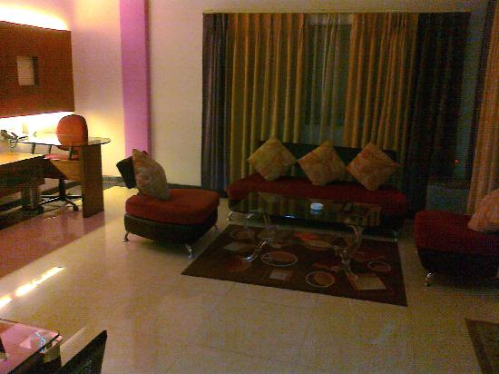 Canary Inn, Hazaribagh, suite drawing and dining room